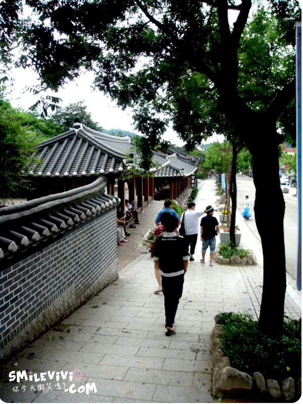 全州∥韓國全州(전주)全州韓屋村(전주한옥마을;Jeonju Hanok Village)殿洞聖堂(전동성당)、慶基殿(경기전)、羅岩聖堂(나바위성당)感受韓國的歷史村莊 12 %E9%9F%93%E5%B1%8B%E6%9D%91%20%287%29.JPG%20 %2037540663696